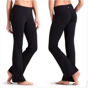Athleta black Revelation flare yoga pants XL